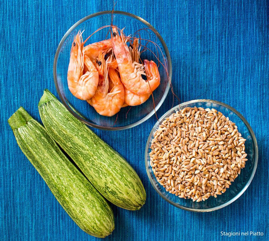 ingredienti farro zucchine e gamberi