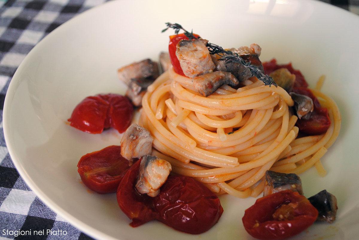 Spaghetti con sgombro e pomodorini