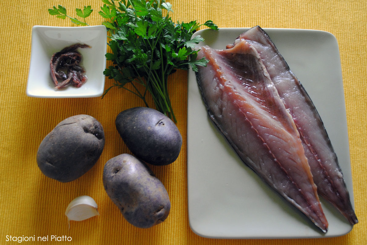 Ingredienti sgombro in verde e viola