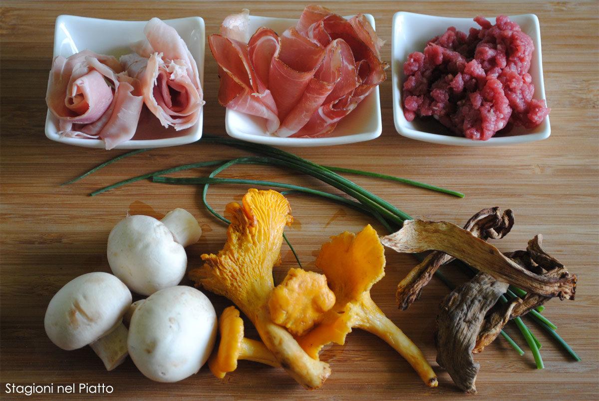 Ingredienti polpettone con speck e funghi