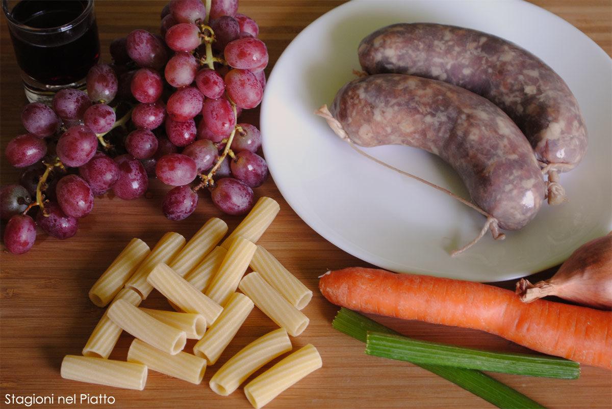 Ingredienti maccheroni al ragu bianco di salamella e uva