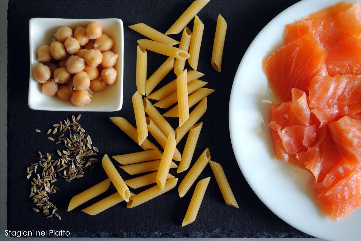 Ingredienti pasta con crema di ceci e salmone affumicato