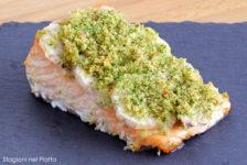 Salmone al forno in crosta di topinambur