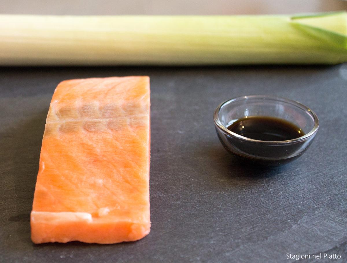 ingredienti salmone con porri e salsa di soia