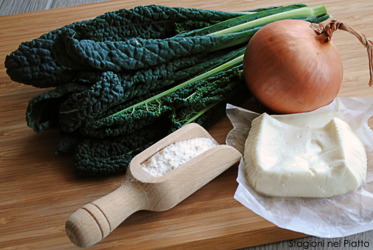 Ingredienti panzerotti con cavolo nero e crescenza