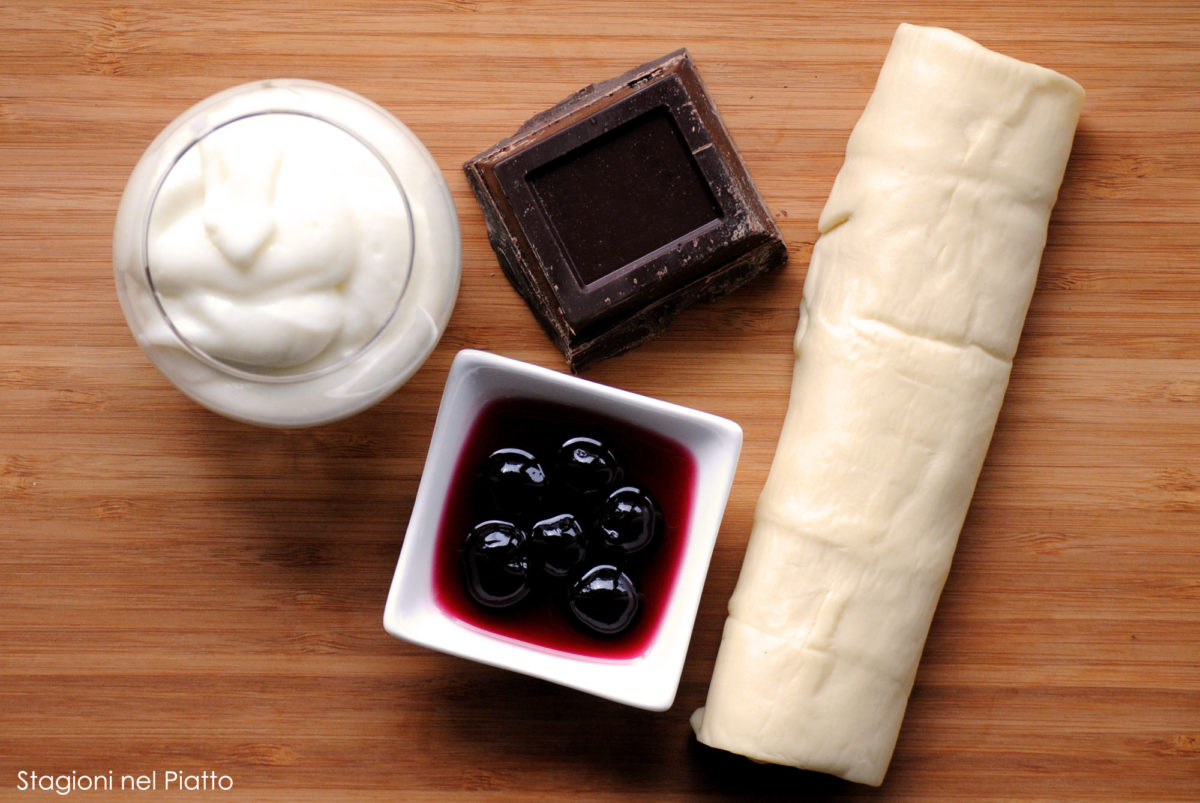 Ingredienti millefoglie all'amarena e cioccolato fondente