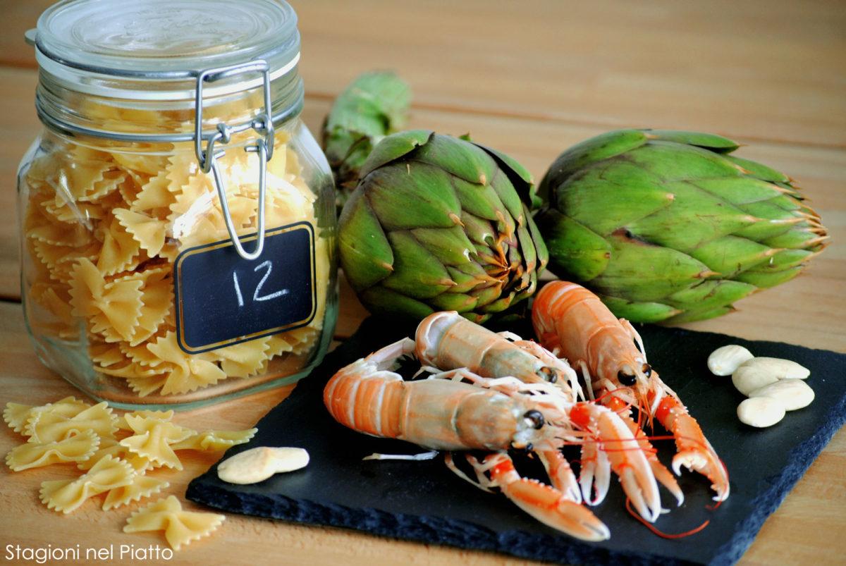 Ingredienti pasta con carciofi e scampi
