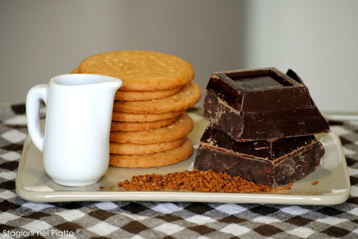 Ingredienti tartufi di cioccolato al caffè e biscotti