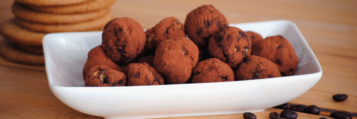 Tartufi di cioccolato al caffè e biscotti