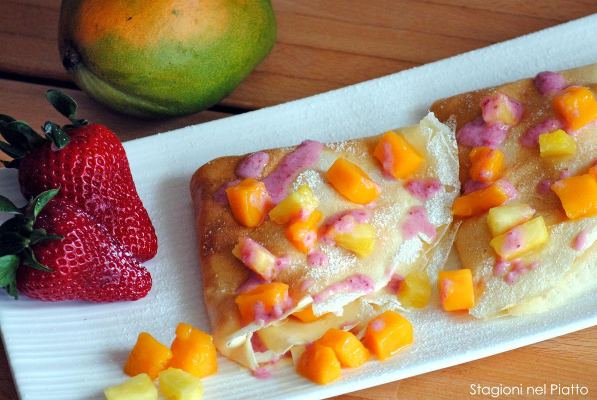 Crêpes ananas e mango con salsa alle fragole