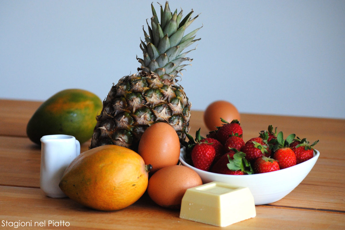 Ingredienti crêpes ananas e mango con salsa alle fragole