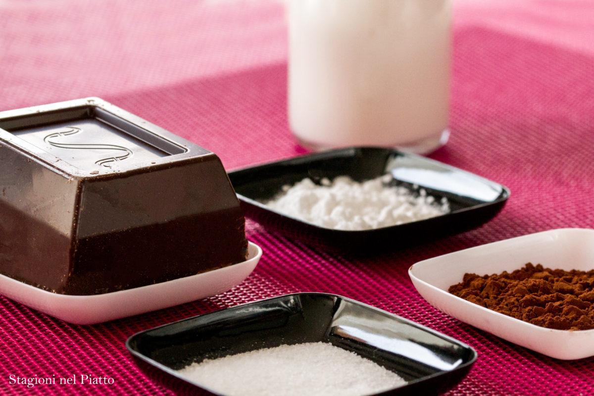 ingredienti biancomangiare al cioccolato