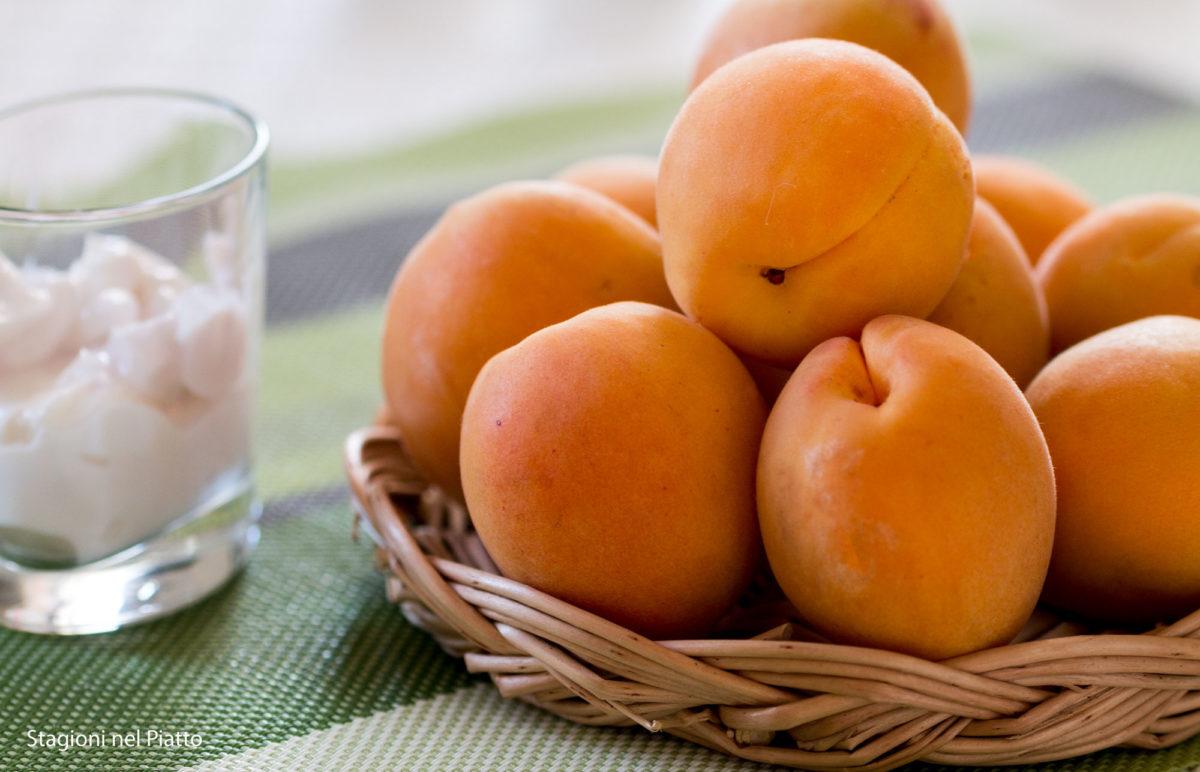 ingredienti bicchierini yogurt e albicocca