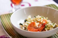 fregola con zucchine vongole gamberi e bottarga