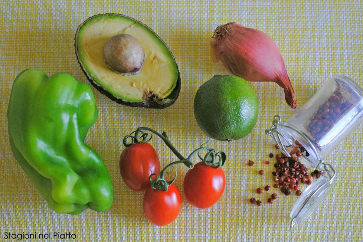 Ingredienti crema di avocado peperone e scalogno