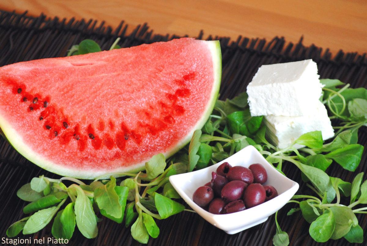 Ingredienti insalata di anguria quartirolo e olive