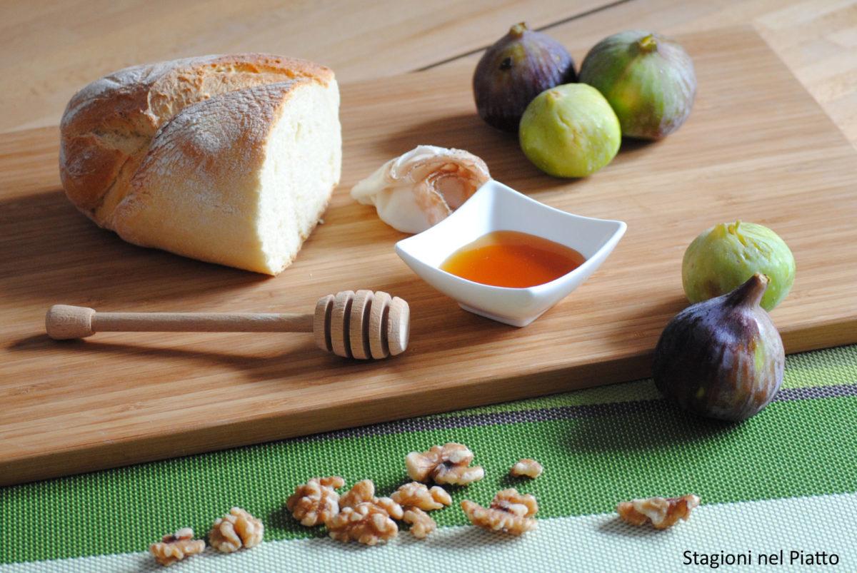 Ingredienti tartine con fichi, lardo e noci