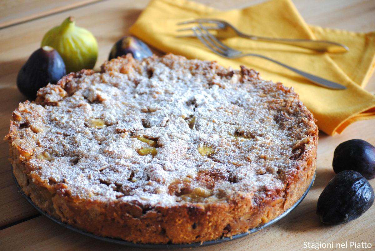 Torta di pane con fichi e frutta secca