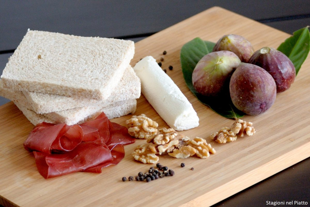 Ingredienti tramezzini con bresaola e fichi