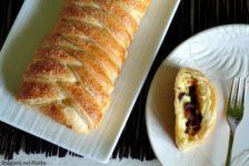 Treccia di sfoglia con crema pasticcera uvetta e pinoli