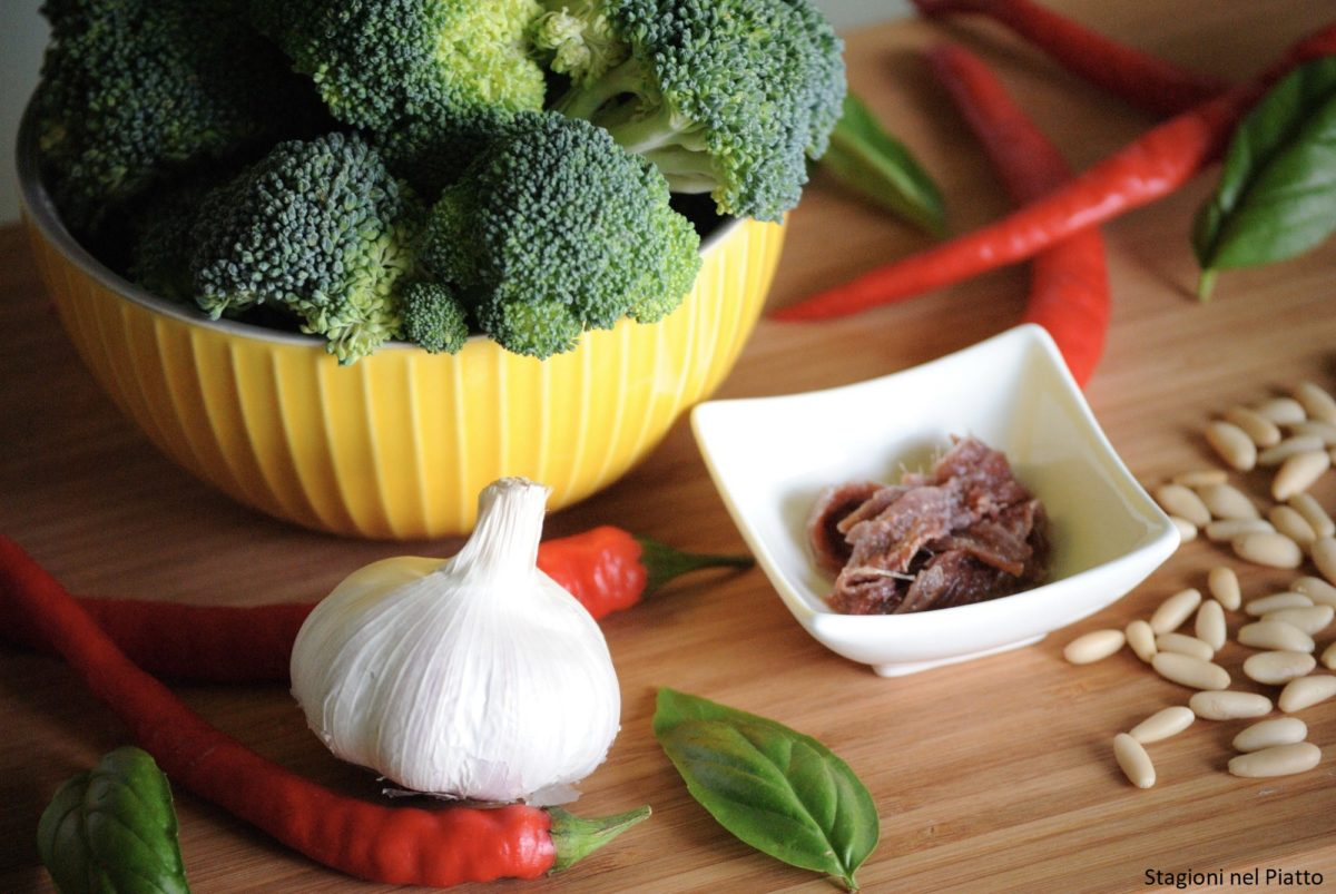 Ingredienti broccoli saltati in padella