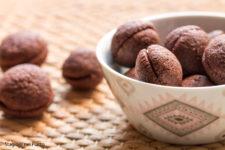 Baci di dama con farina di riso e crema al cioccolato
