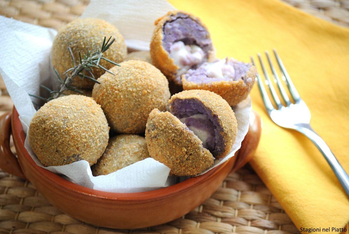 Crocchette di patate viola con cuore di mozzarella
