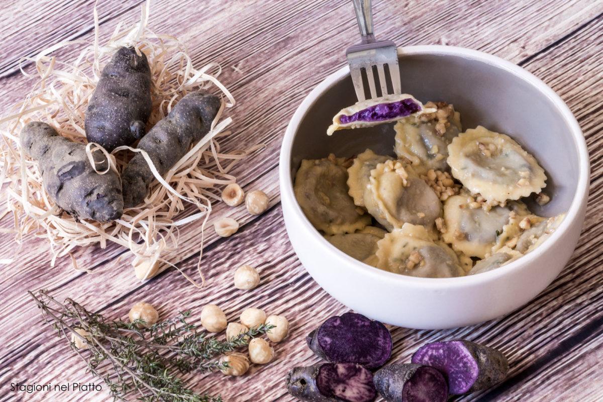 Ravioli di patate viola alle nocciole
