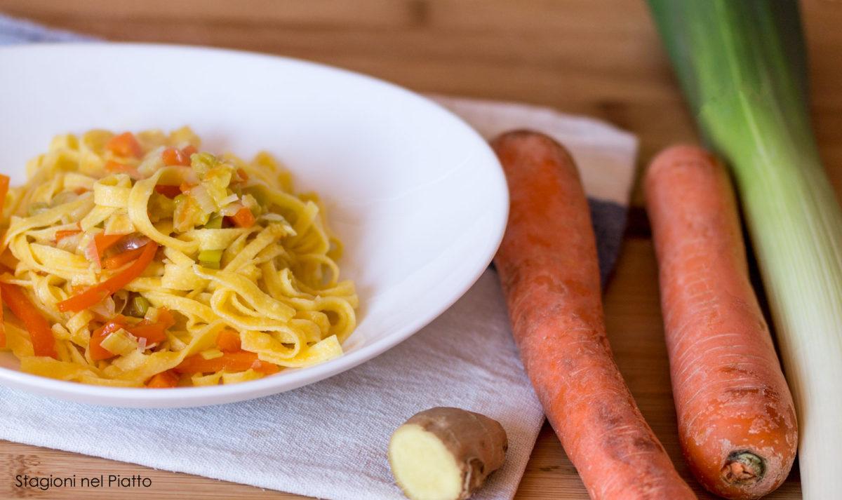 tagliatelle con porri, carote e zenzero