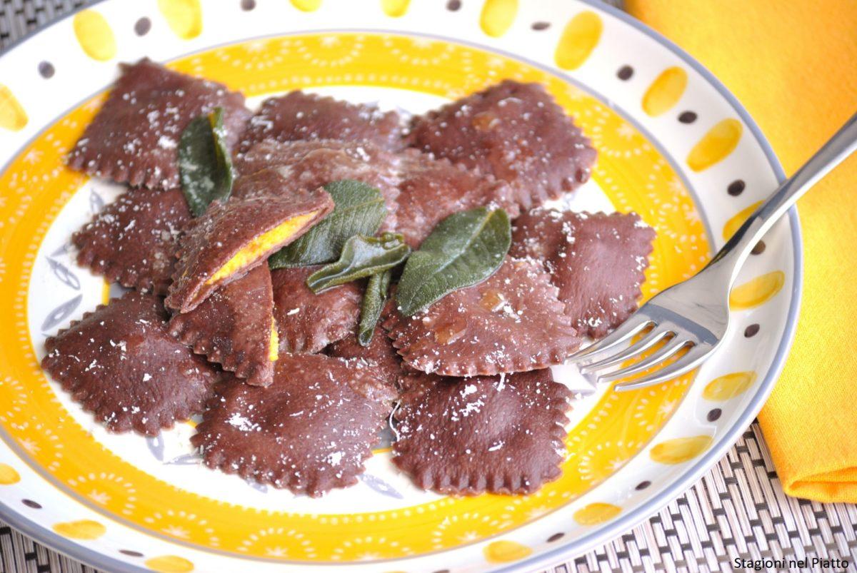 Ravioli al cacao con zucca e porri