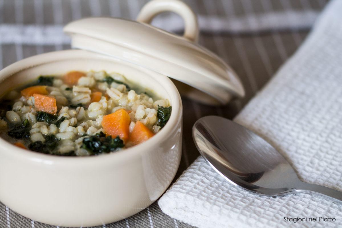 Zuppa di orzo, cavolo nero e carote - Stagioni nel piatto