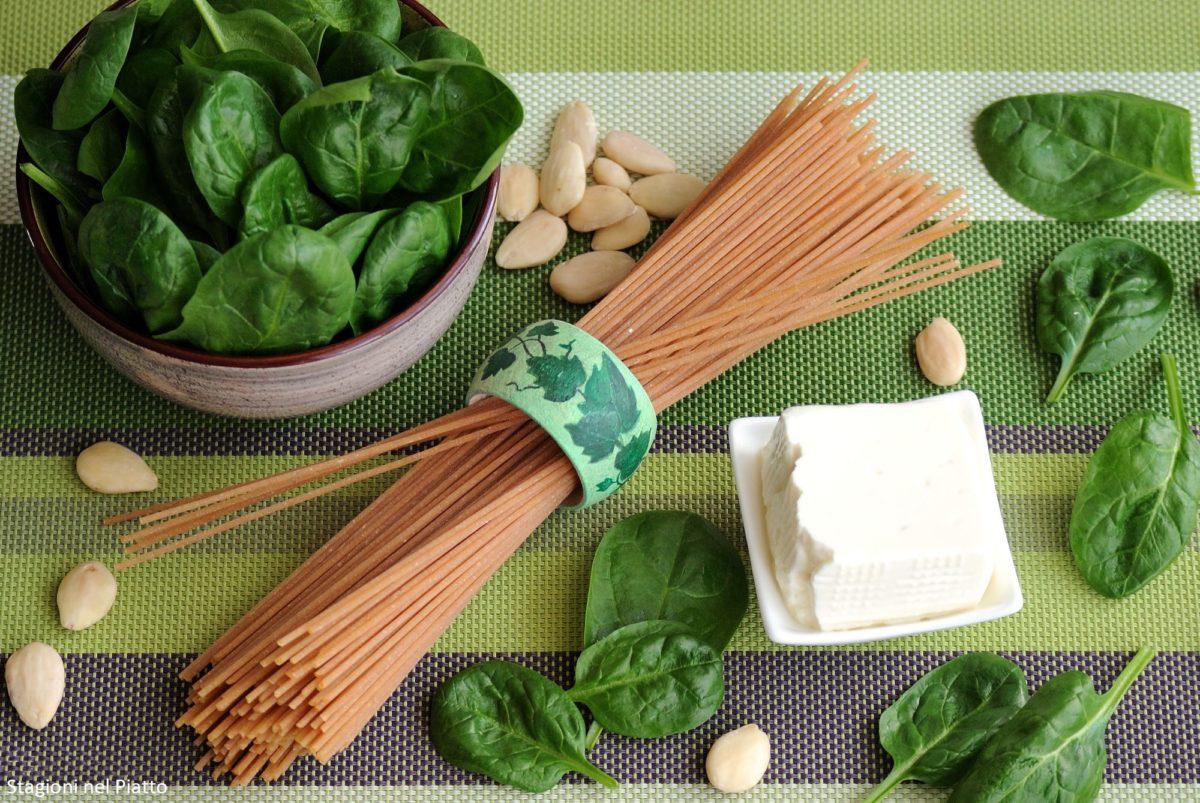 Ingredienti spaghetti integrali con pesto di spinaci e stracchino