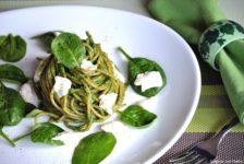 Spaghetti integrali con pesto di spinaci e stracchino
