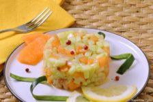 Finta tartare di cetriolo melone e pesce spada affumicato