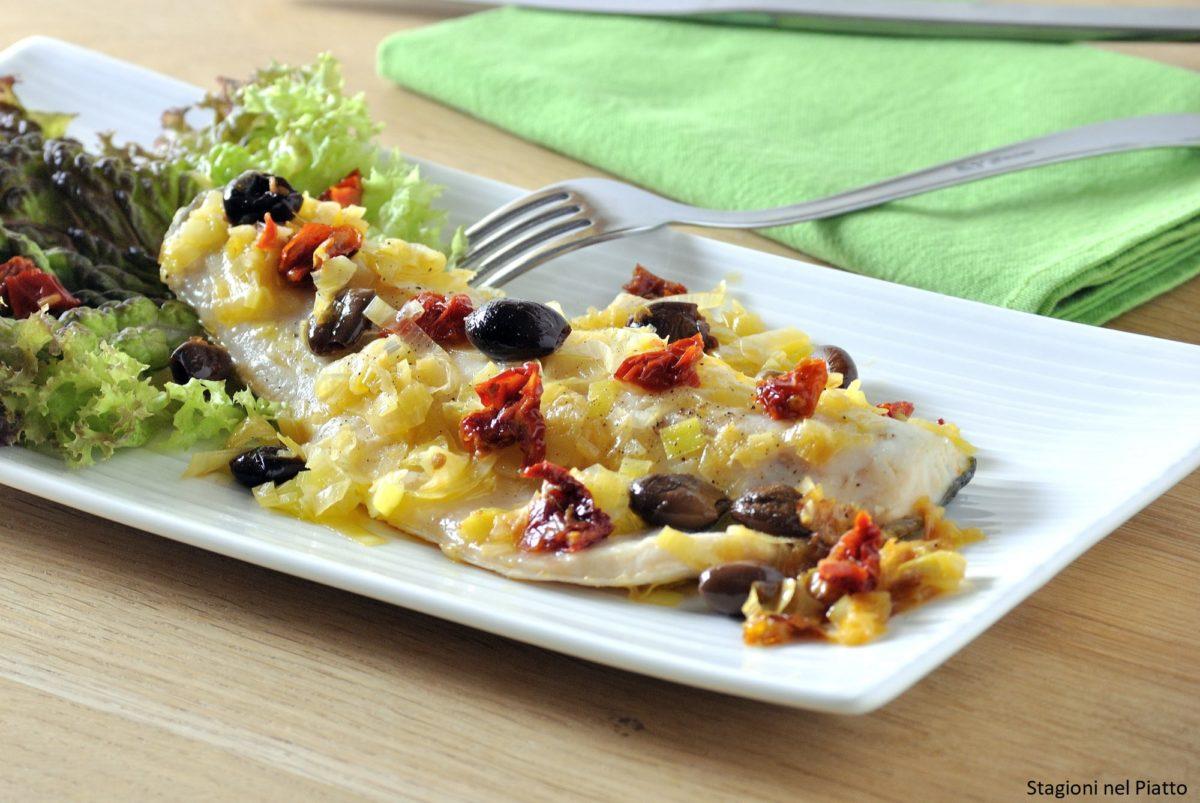 Filetti di spigola con porri e pomodori secchi