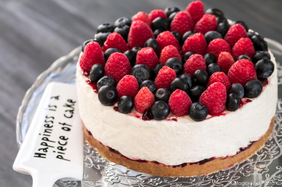 cheesecake ai lamponi e mirtilli