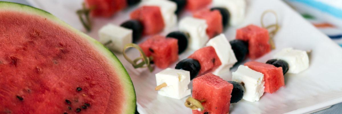 Spiedini di anguria, olive e feta