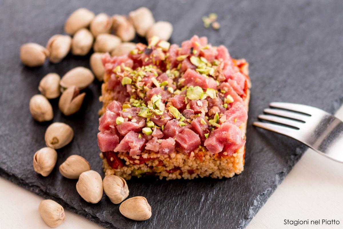 tonno con cous cous e pistacchi