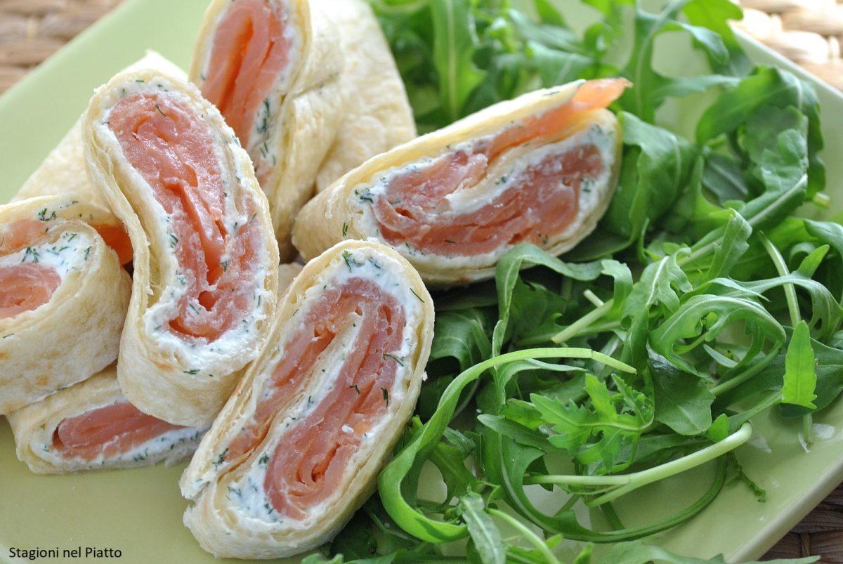 Rotolo di piadina con salmone affumicato