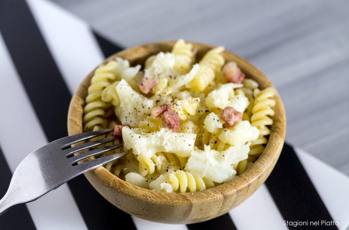 pasta con cavolfiore, pancetta e pecorino