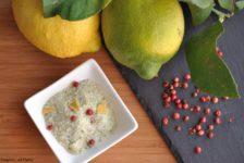 Sale aromatizzato al limone, prezzemolo e pepe rosa
