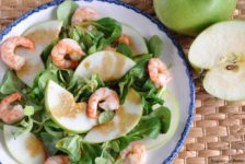 insalata di songino con mela verde e mazzancolle
