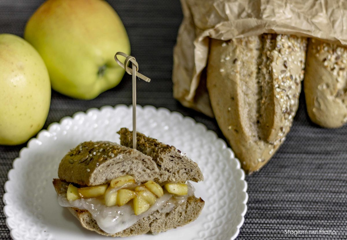 Panino con lardo e mele