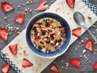 Muesli fragole e frutta secca