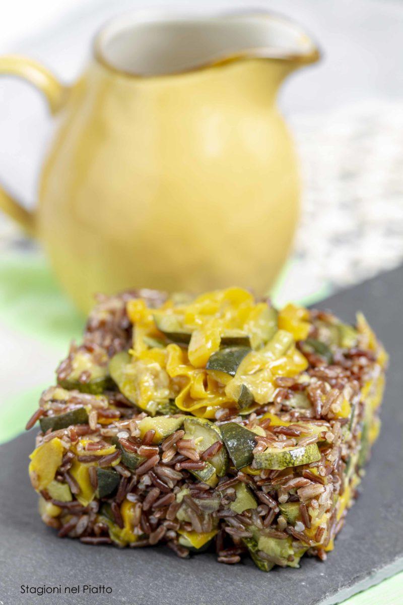 Insalata di riso con zucchine e peperoni glassati