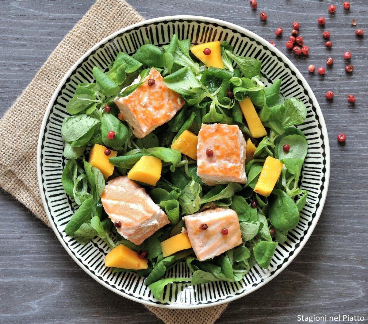 Insalata con salmone e mango