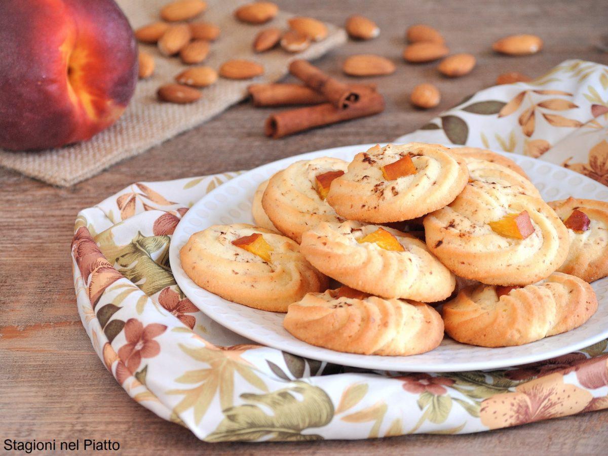 biscotti di frolla montata alle mandorle e pesche