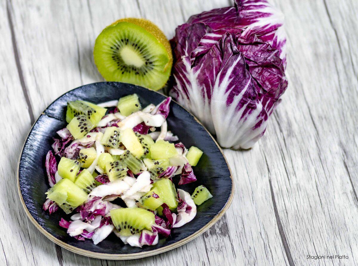 insalata di radicchio, mandorle e kiwi