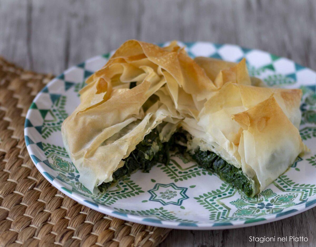 torta salata di pasta fillo spinaci e mozzarella