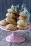 biscotti integrali con gocce di cioccolato stagioni nel piatto